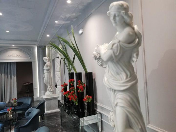lobby statues boscolo lyon